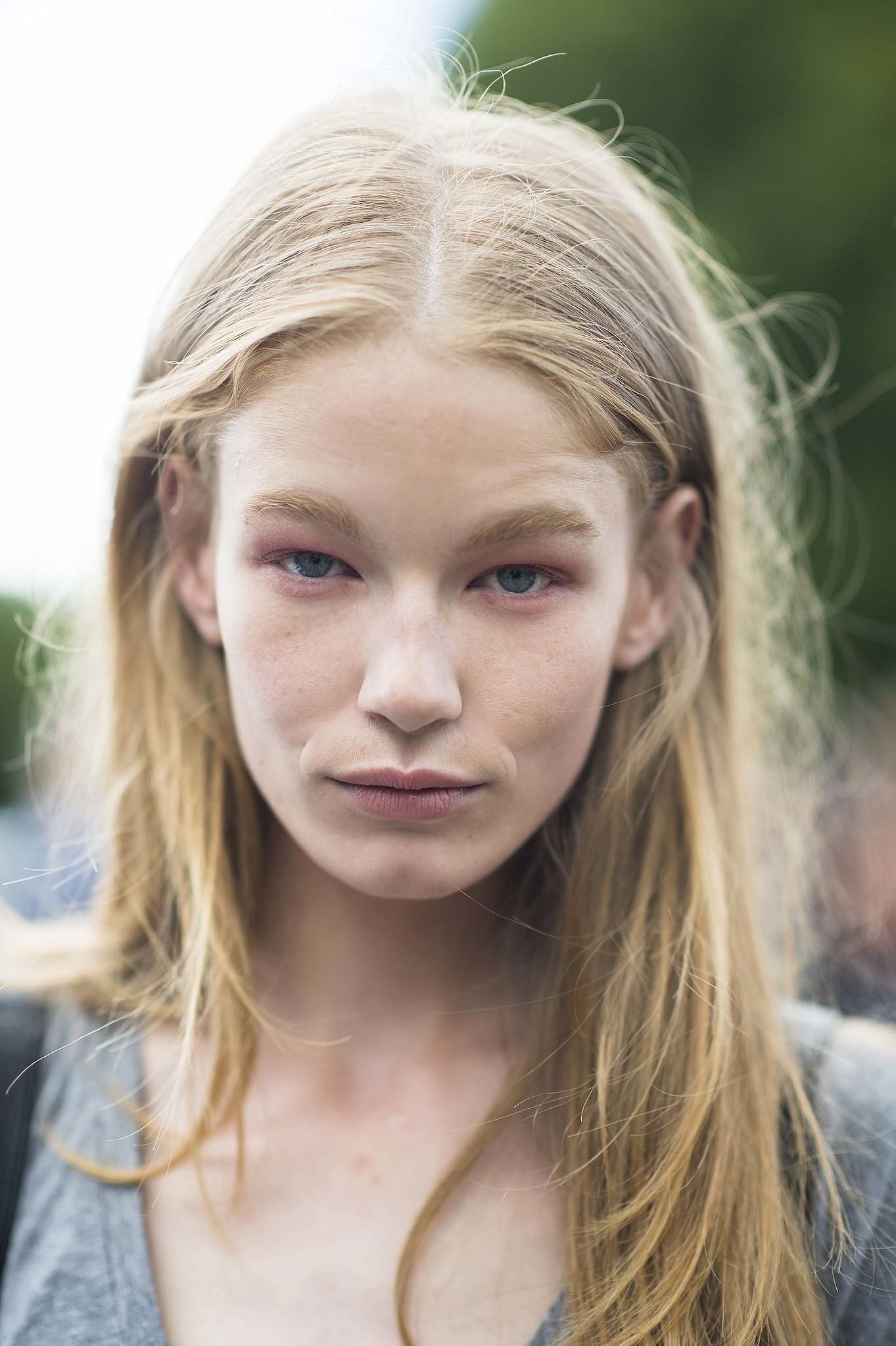 The subtle way to do pink eye shadow.  Source: Le 21ème   Adam Katz Sinding
