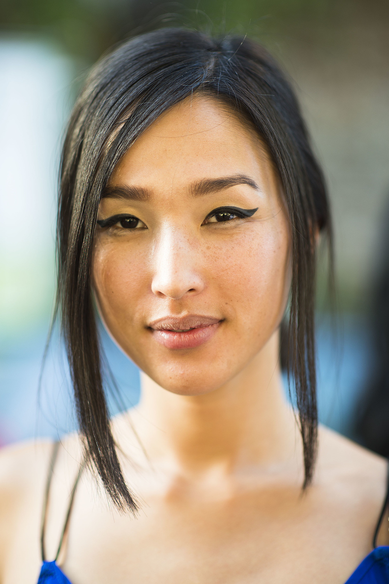 We need to learn this woman's secret to the perfect cat eye . . . Source: Le 21ème | Adam Katz Sinding