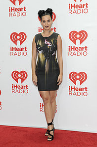 Katy-Perry-worked-her-stuff-red-carpet