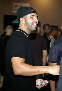 Drake-kept-things-casual-backstage