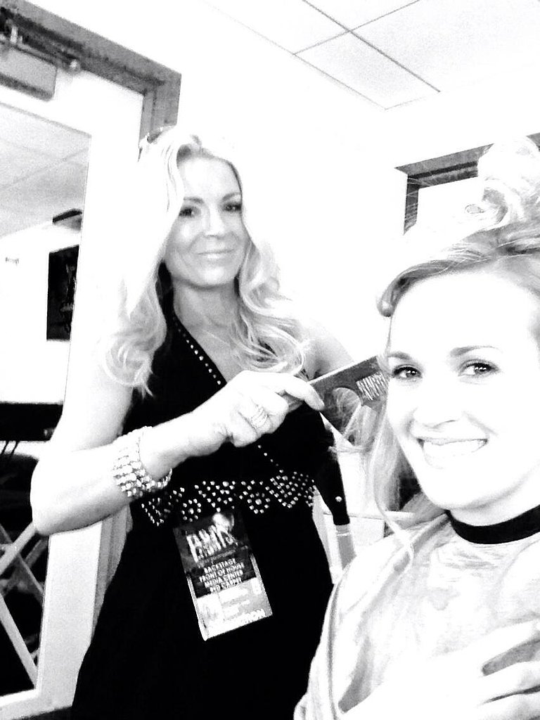 Carrie Underwood got her hair done before stepping on the red carpet. Source: Twitter user carrieunderwood