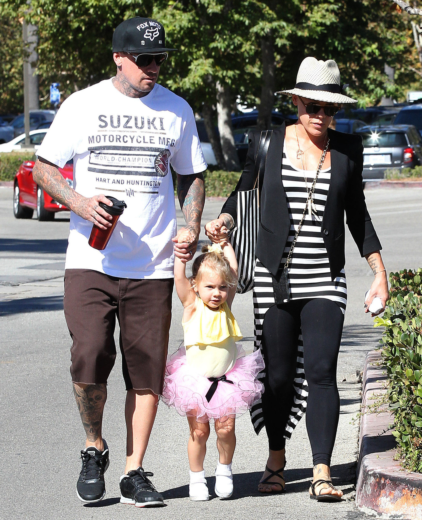 Pink and carey hart had a malibu ca breakfast with their daughter
