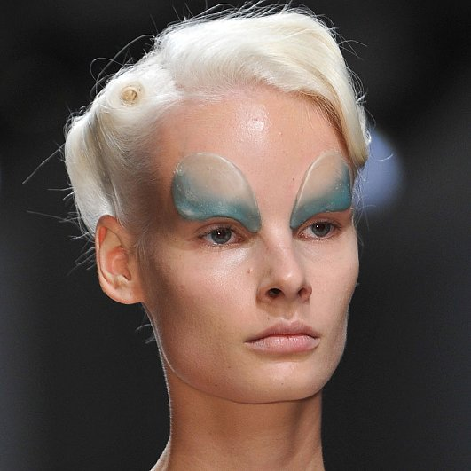 Gareth Pugh Spring 2014 Hair and Makeup | Runway Pictures