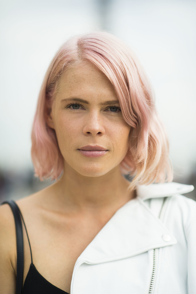What do you wear with pastel pink hair? A matching lip color, of course. Source: Le 21ème   Adam Katz Sinding