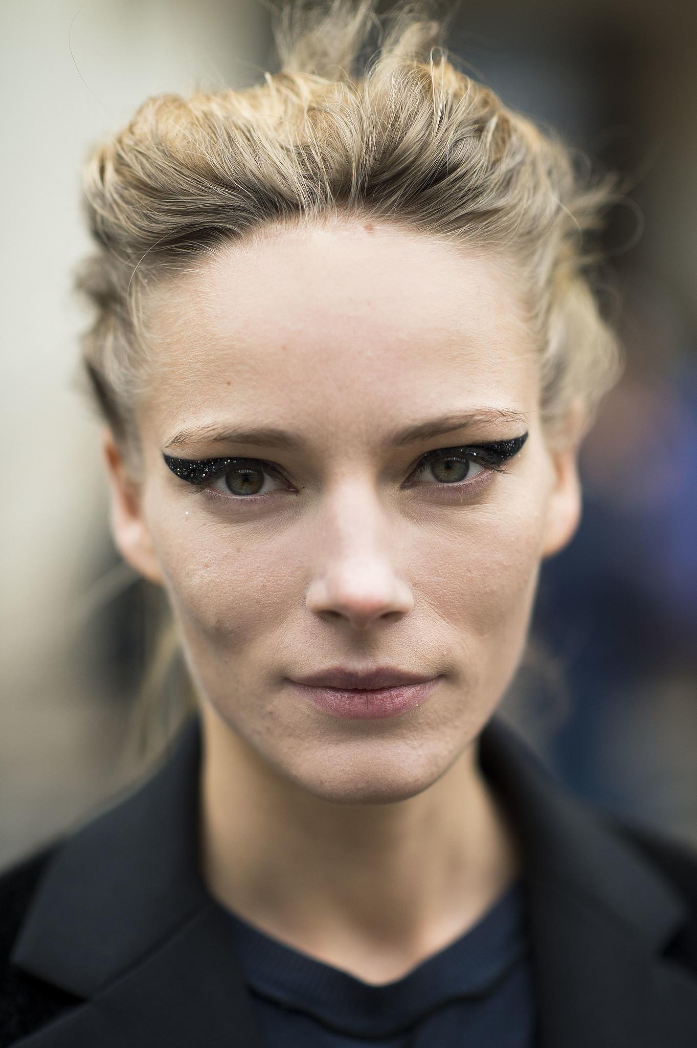This woman wins the eyeliner game. Source: Le 21ème | Adam Katz Sinding