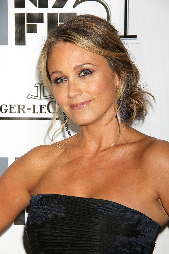 At the premiere of The Secret Life of Mitty, Christine Taylor opted for a mussy yet chic low bun.