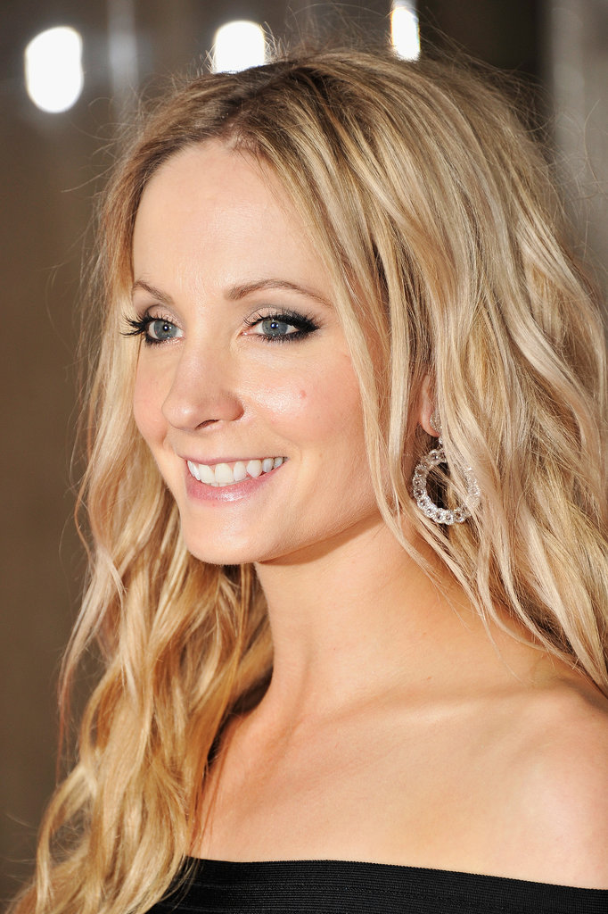 It seems strange to see British actress Joanne Froggatt in modern-day makeup after watching her on Downton Abbey, but the striking eyeliner and loose waves look good on her, too.