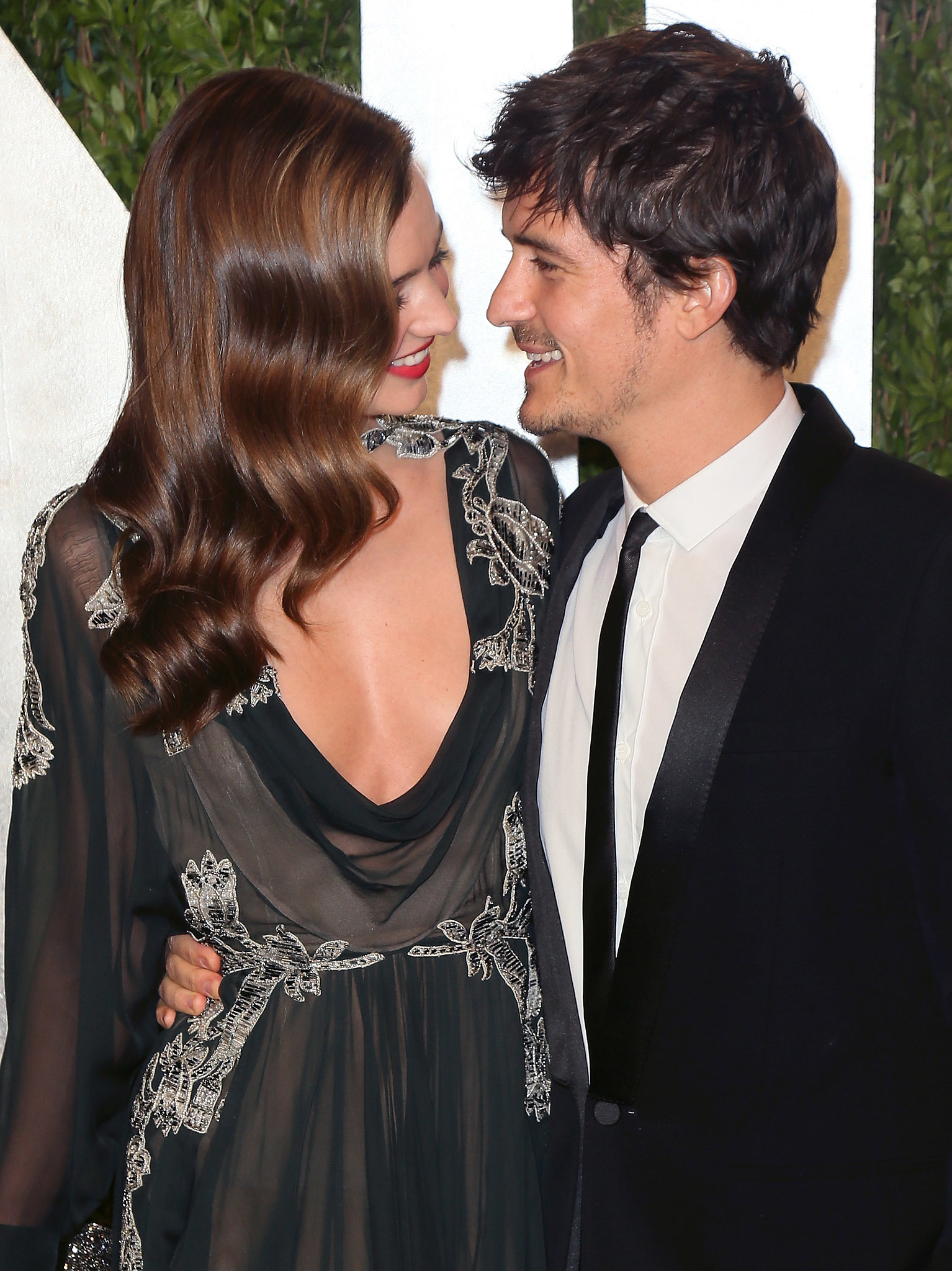 Orlando Bloom, Miranda Kerr kiss, step out together after