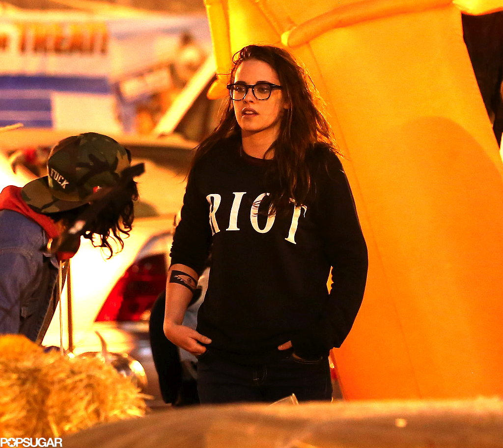 Kristen Stewart got into the Halloween spirit with her friends at a pumpkin patch.