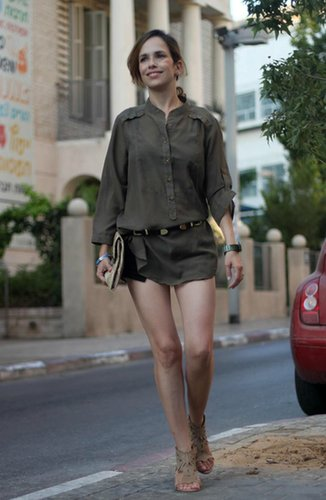 long blouse on very shorts