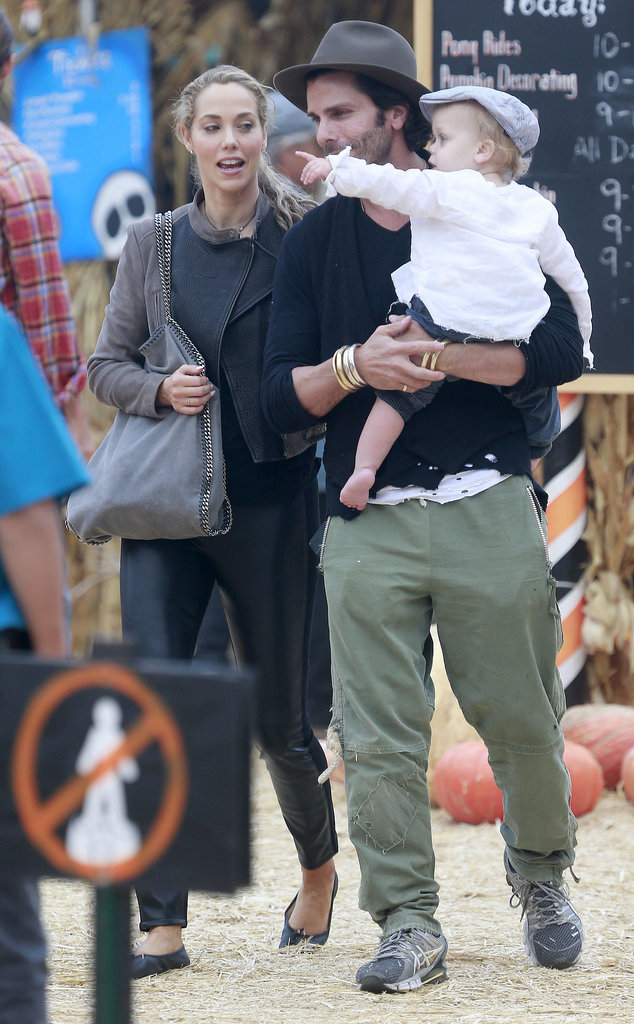 Elizabeth Berkley made a trip to an LA pumpkin patch with her family.