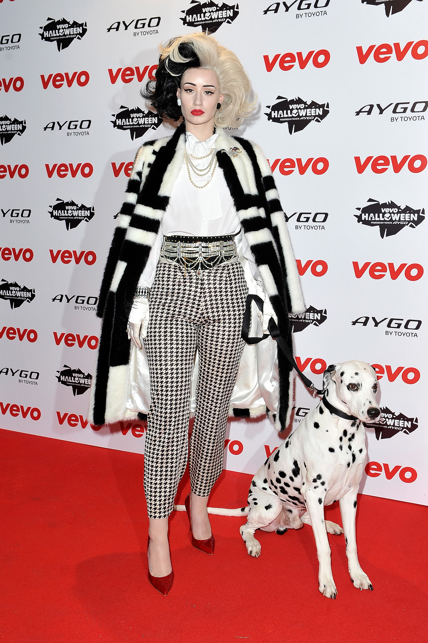 Iggy Azalea went all out for her Cruella de Vil costume at the VEVO Halloween showcase in London.