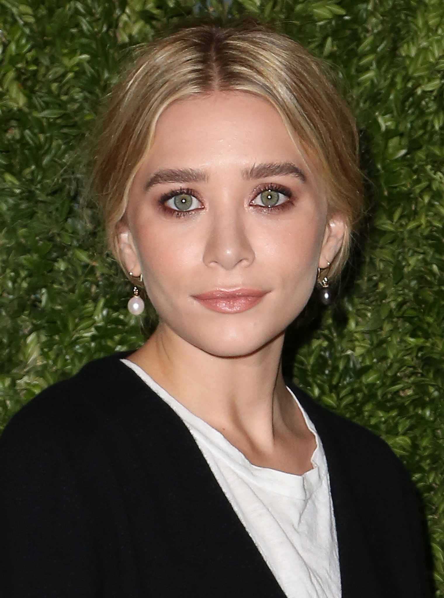 Ashely Olsen paired her signature grungy eye makeup with a low-slung chignon.