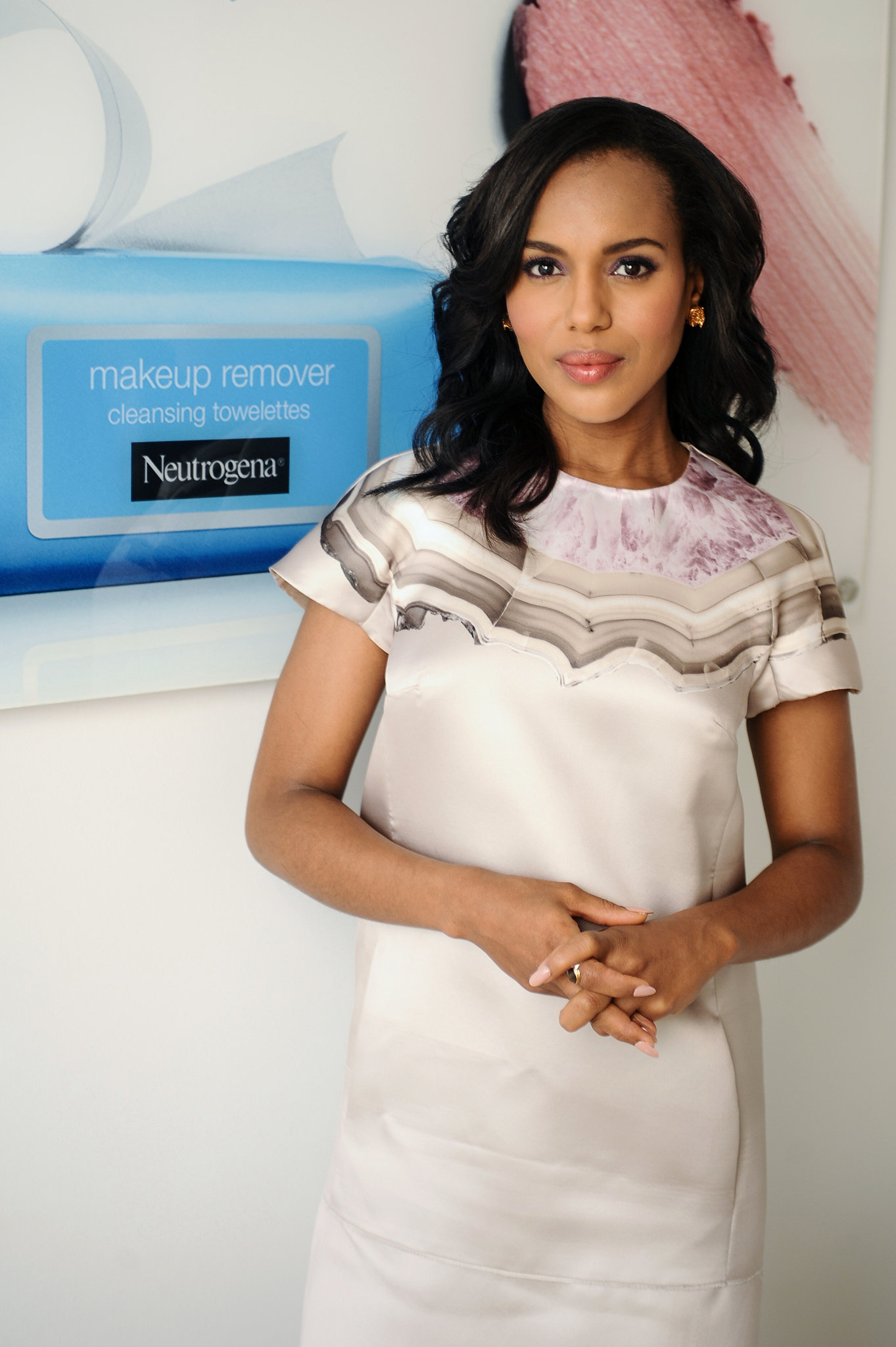 When Neutrogena announced that it hired Washington as its new brand ambassador, she celebrated with a simple cream dress with painterly accents.