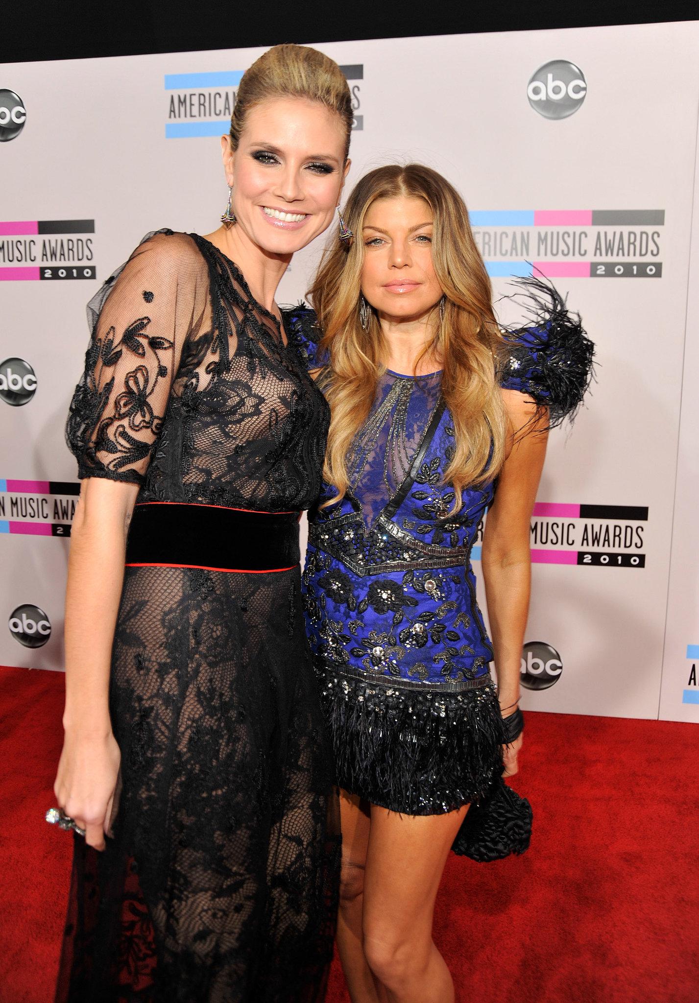 Heidi Klum and Fergie got close on the red carpet in 2010.