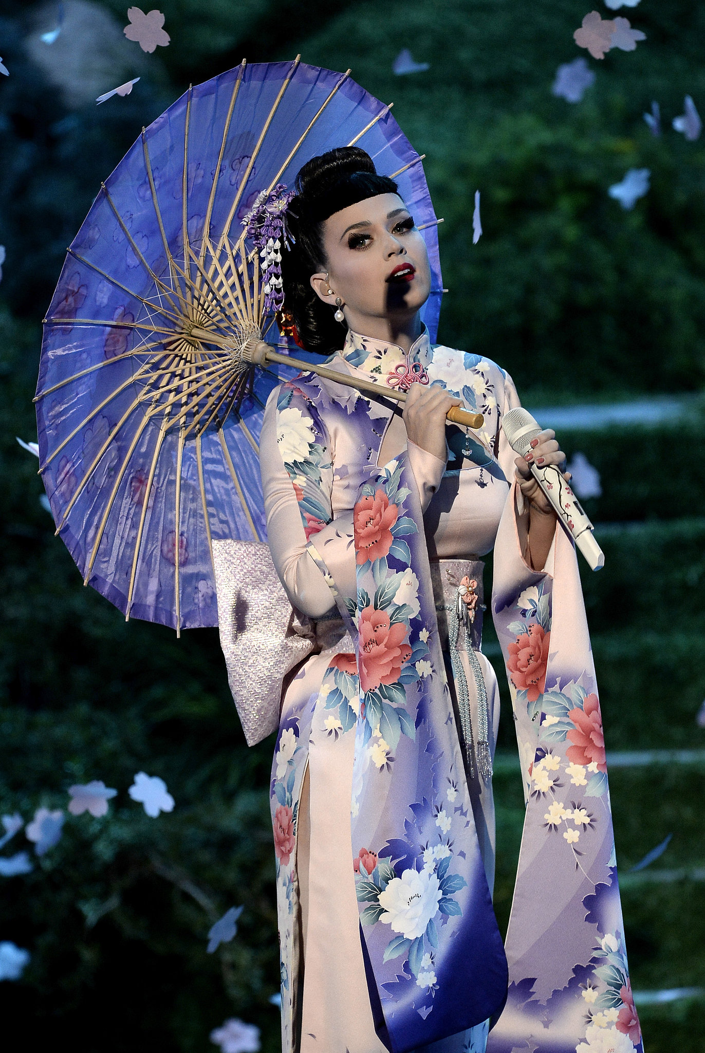 Katy Perry Kicks Off the American Music Awards