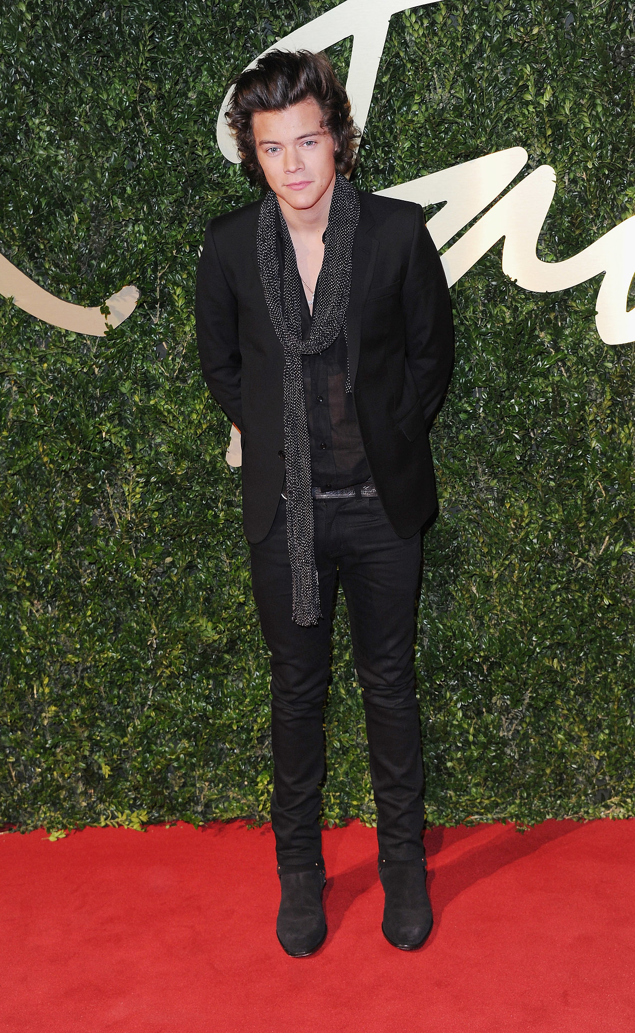 Harry Styles showed up to the awards without his fellow band members.