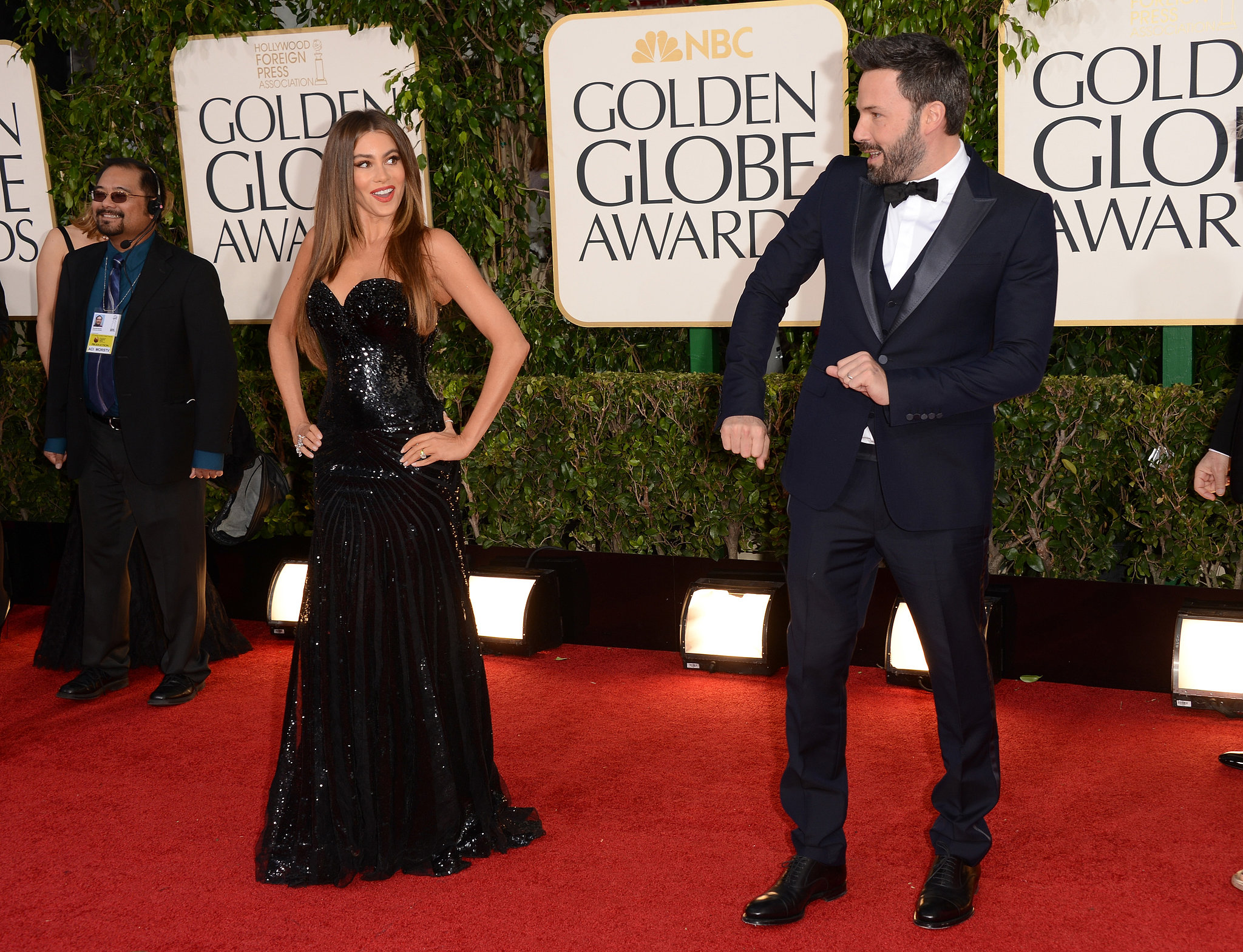 Ben Affleck and Sofia Vergara got playful on the red carpet at the Golden Globes.