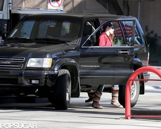 Kristen-Stewart-made-her-way-gas-pump