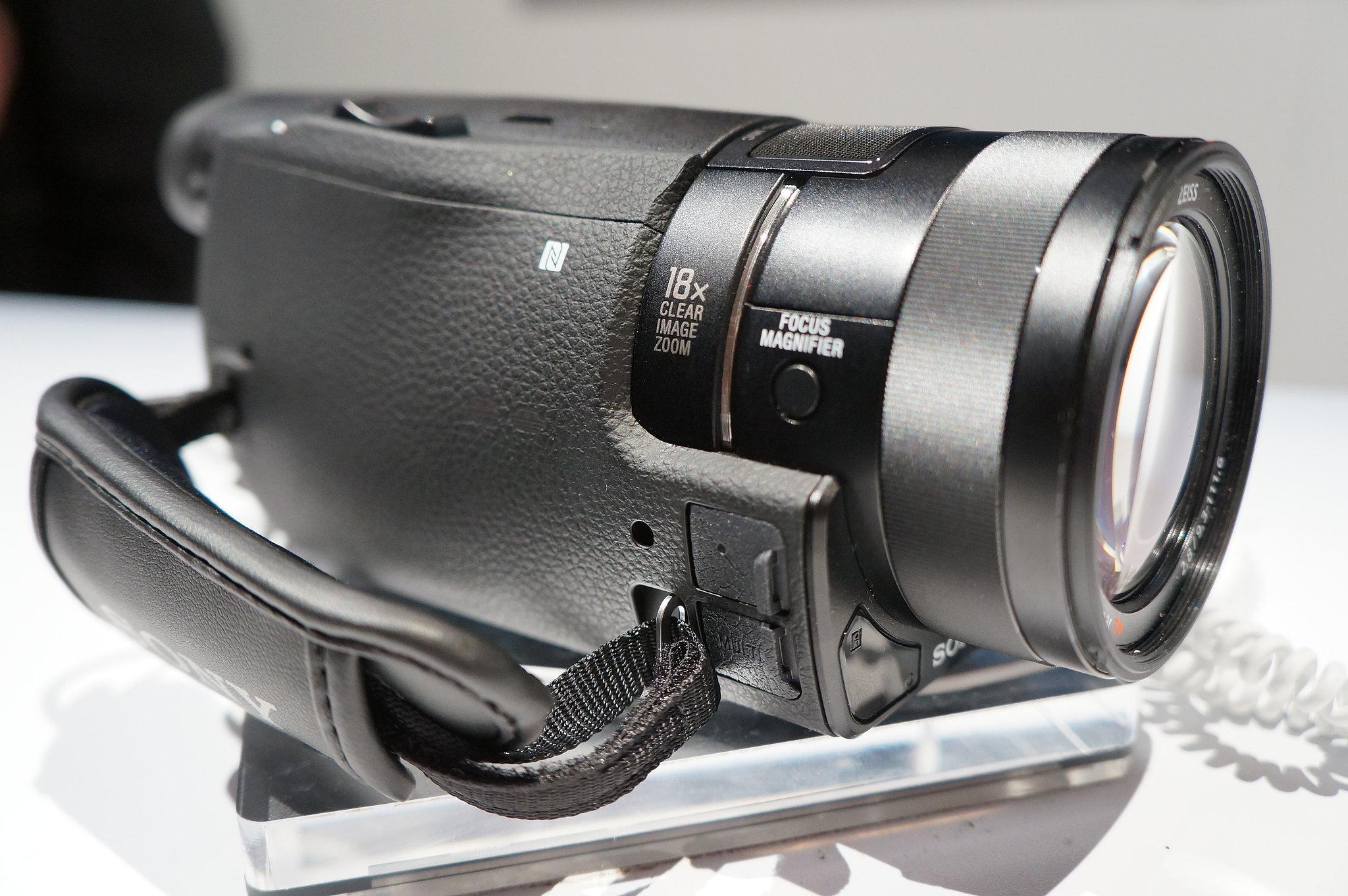 Handycam FDR-AX100 Lens