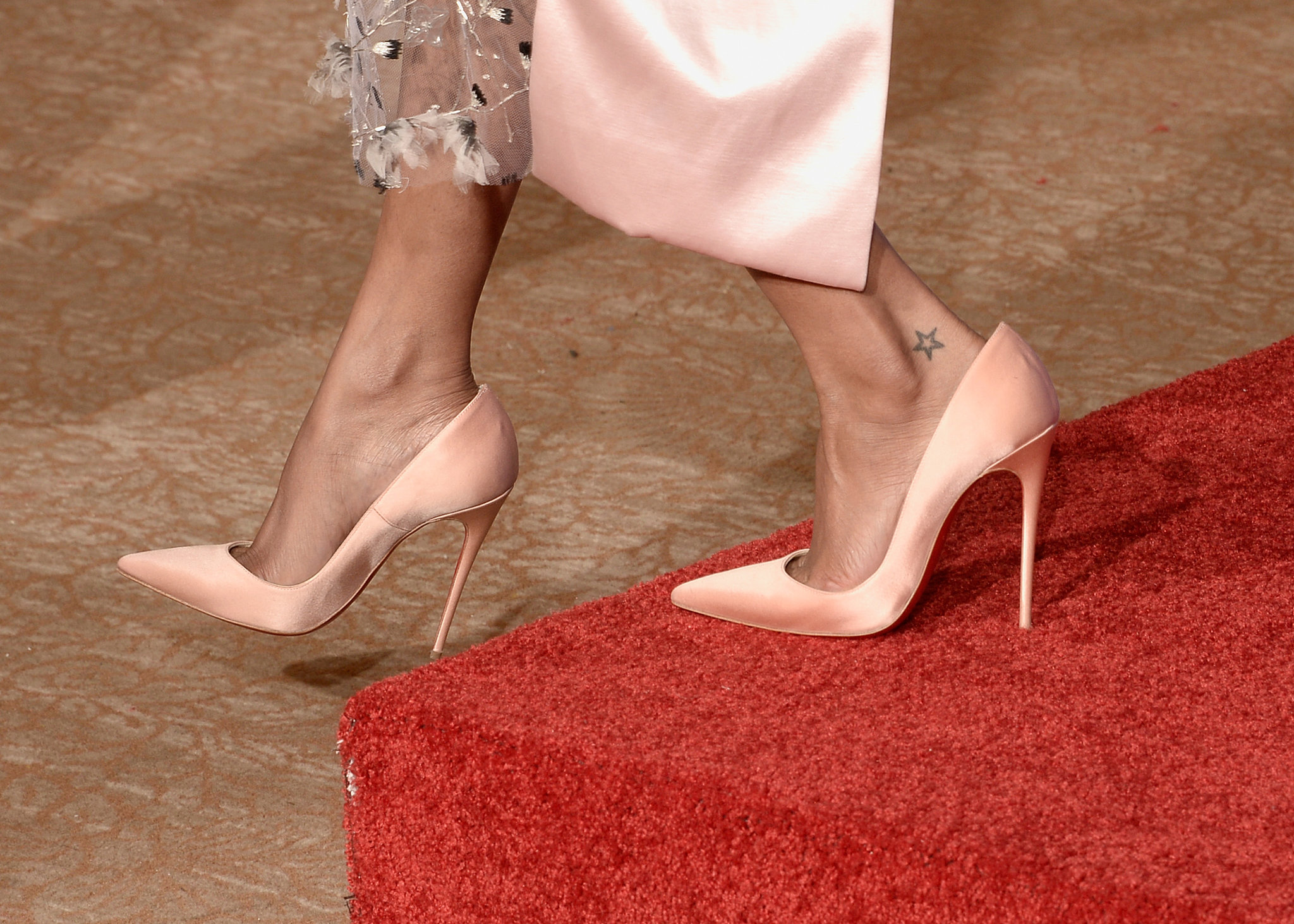 Zoe Saldana's satin Louboutins were the prettiest shade of petal pink.