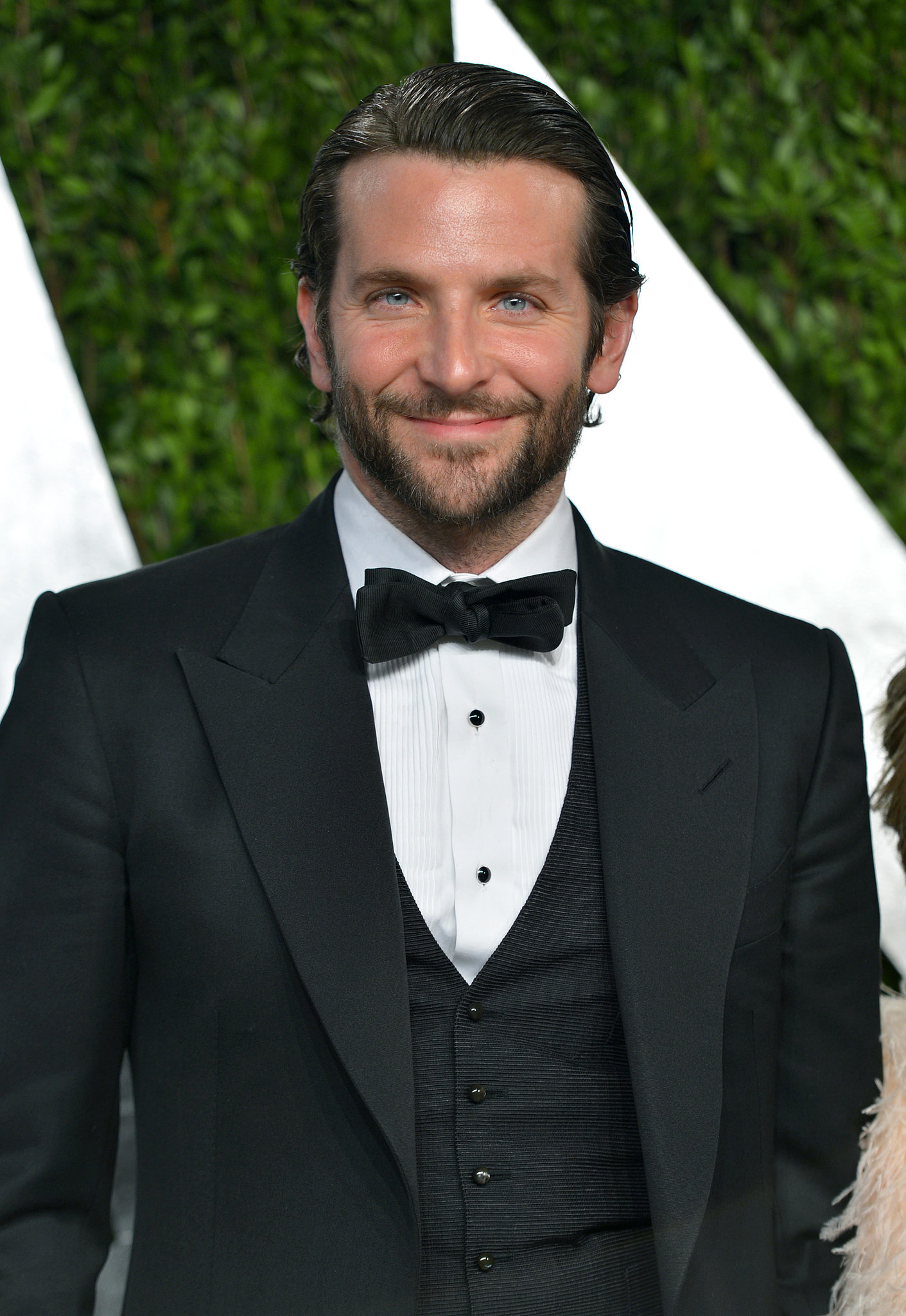 At the 2013 Academy Awards, Bradley slicked back his long strands and sported some sexy scruff.
