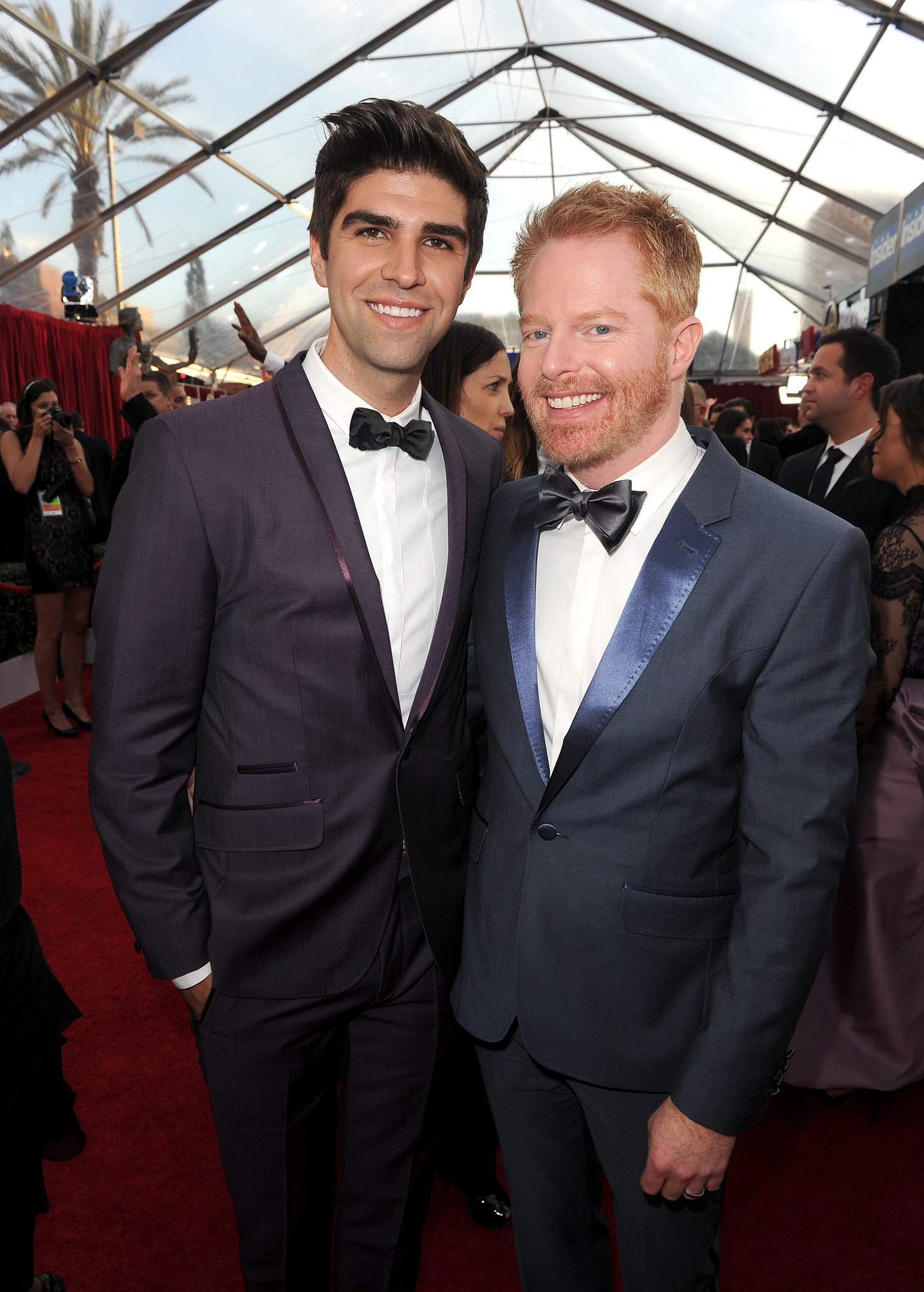 jesse tyler ferguson was all smiles with his husband justin mikita all the stars on the sag. Black Bedroom Furniture Sets. Home Design Ideas