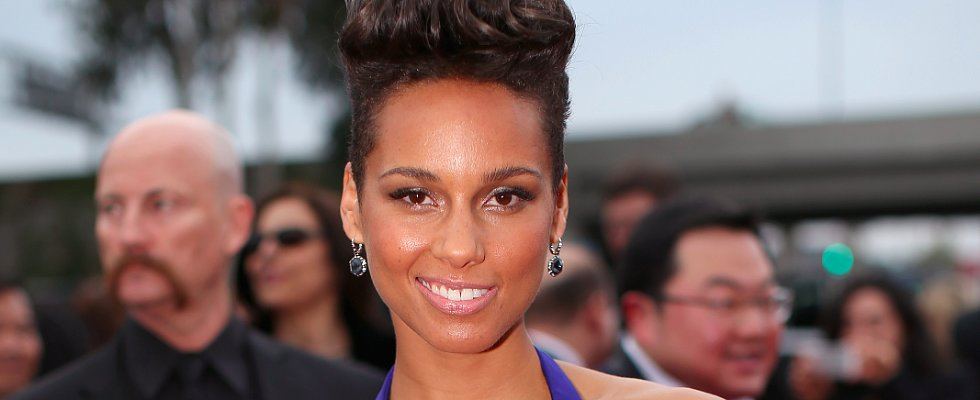 Does Alicia Keys Breathe Life Back Into the Retro Pompadour?