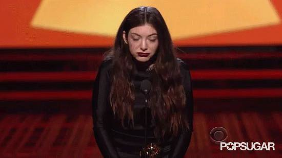 Lorde Spazzes Out While Accepting Her Award