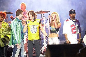 Justin-Timberlake-Britney-Spears-joined-Steven-Tyler-stage