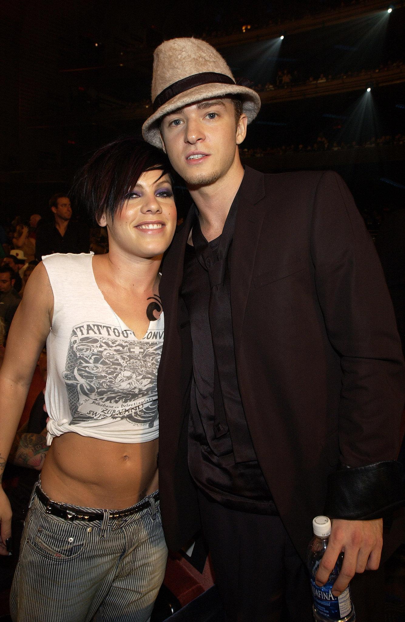 Justin posed with Pink at the 2002 VMAs.