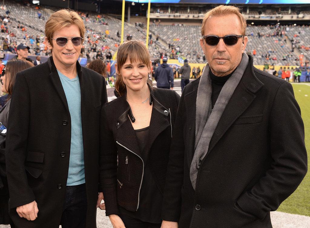 Denis Leary, Jennifer Garner, and Kevin Costner posed together before the game.