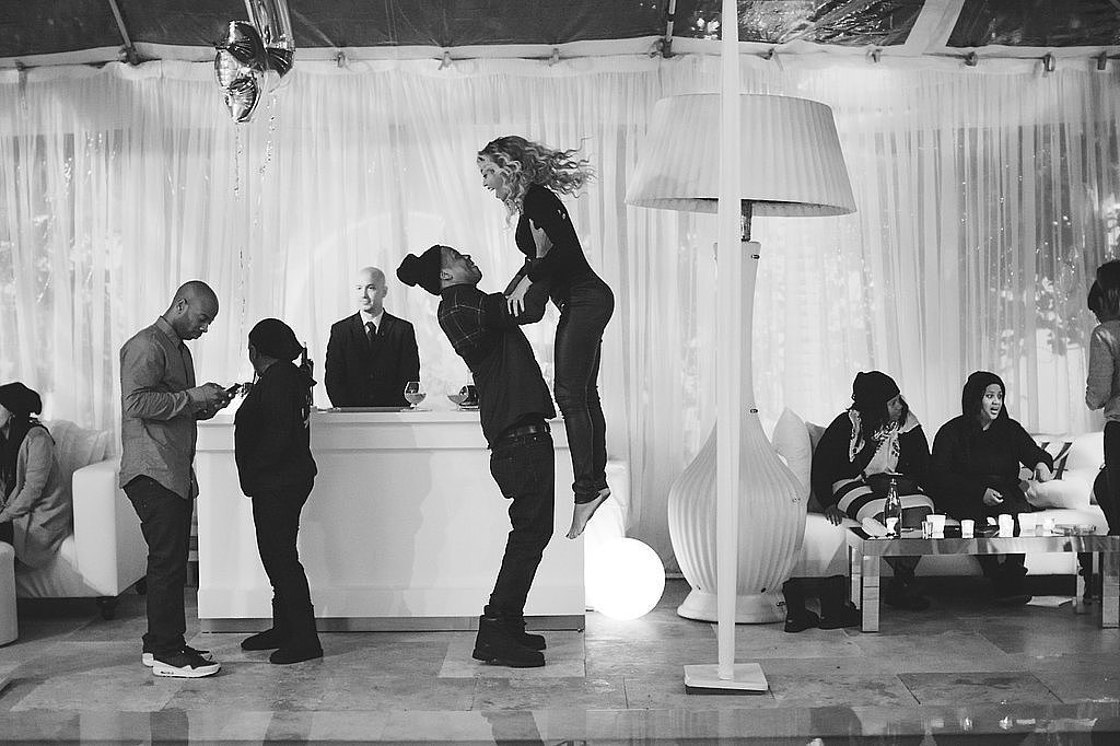 Beyoncé got a lift from her hubby during his birthday party in December 2013.