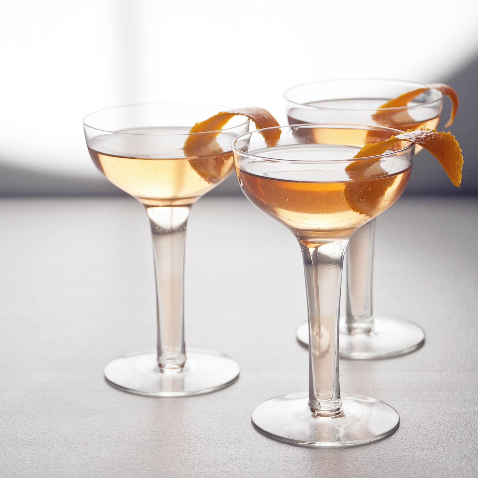 Sparkling Lillet and Grapefruit Cocktail