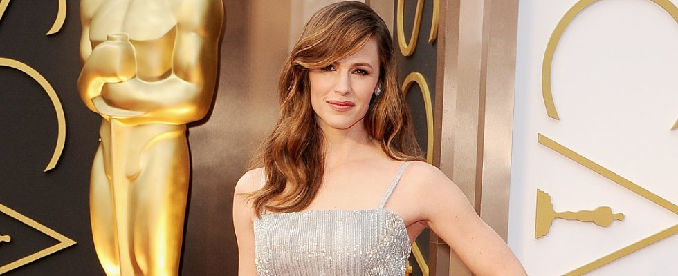 Did Jennifer Garner Lighten Her Hair For the Oscars?
