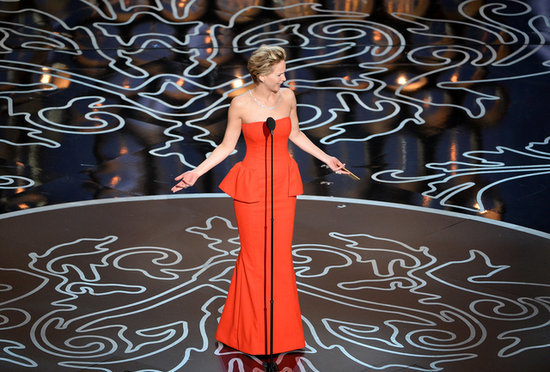 Jennifer-Lawrence-little-confused-when-she-took-stage