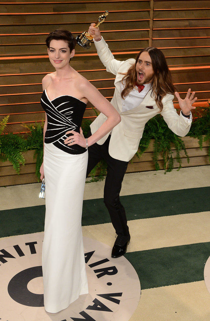 The fun photobombs continued after the show, when Jared Leto snuck up behind Anne Hathaway on his w