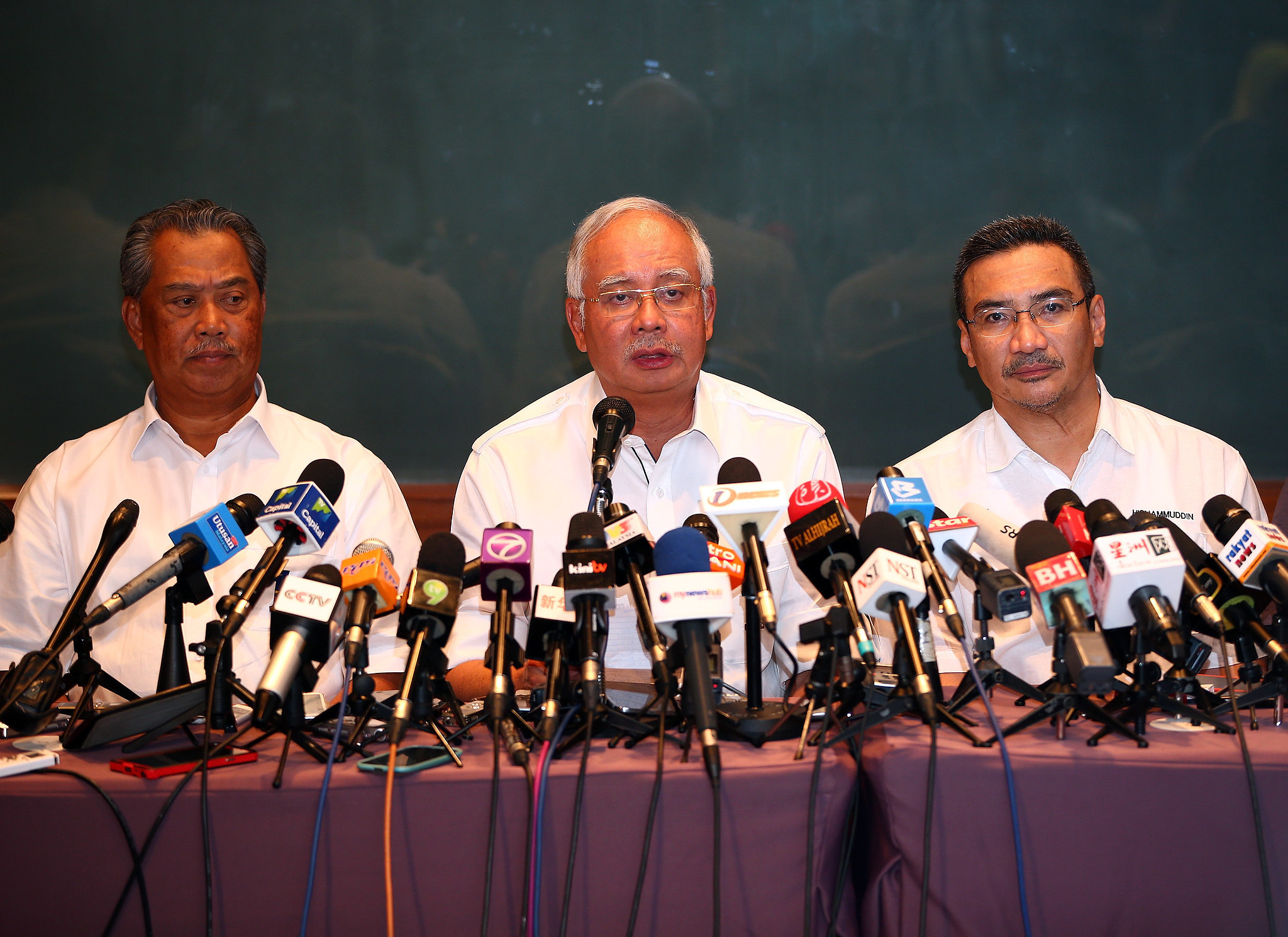 Deputy Prime Minister of Malaysia Tan Sri Muhyiddin Yassin, Prime Minister Najib Razak, and Minister of Transport Datuk Hishammuddin Hussein updated the media on search efforts on Saturday.