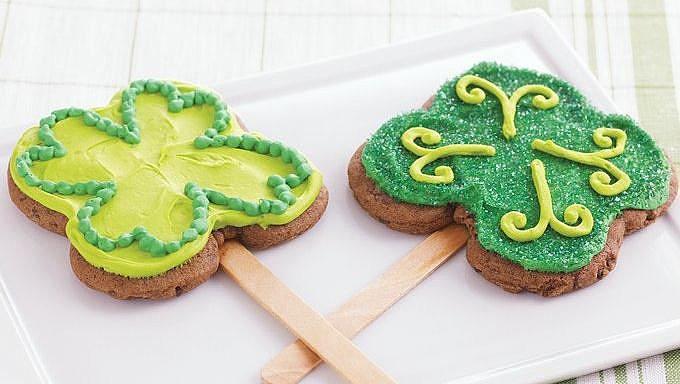 Clover Cookie Pops