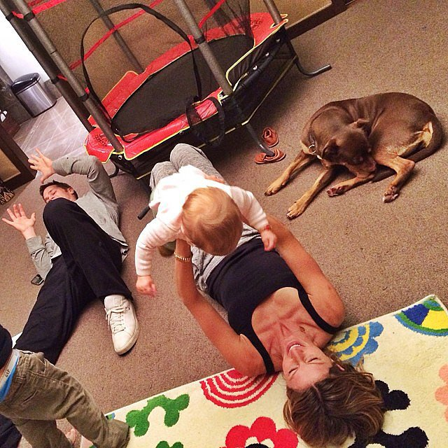 Gisele Bündchen and Tom Brady played with their little ones on a lazy Sunday. Source: Instagram user giseleofficial