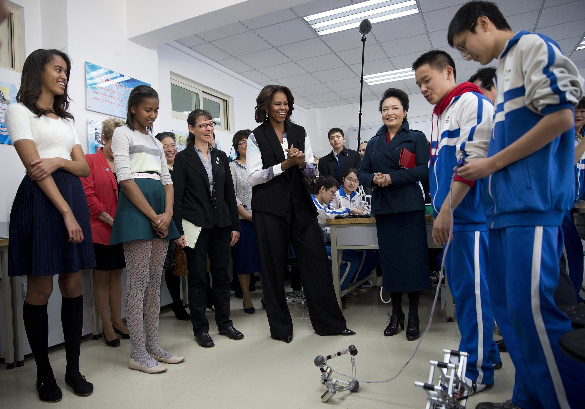 Students showed Michelle, Malia, and Sasha remote-controlled mechanical robots.