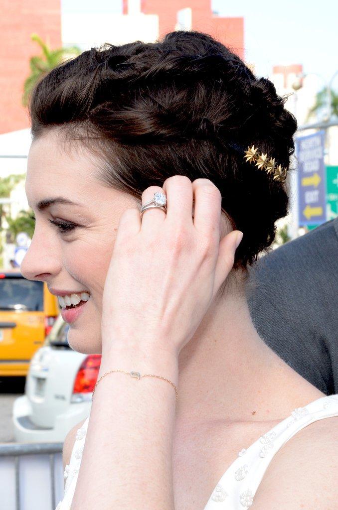 Anne Hathaway's Pixie Updo