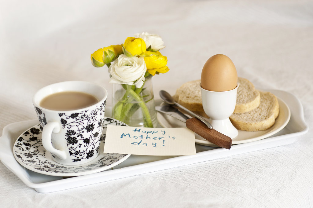 Mother 39 s day brunch ideas kids can make popsugar moms for Mother s day breakfast in bed ideas