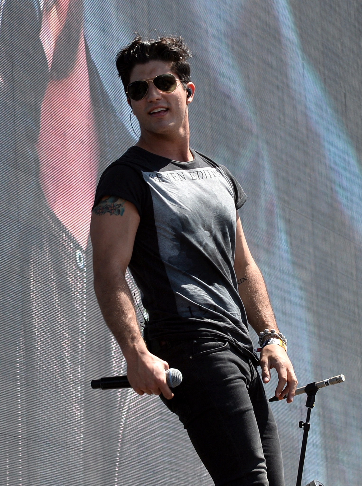 And Dan Smyers has a Darren Criss vibe going on.