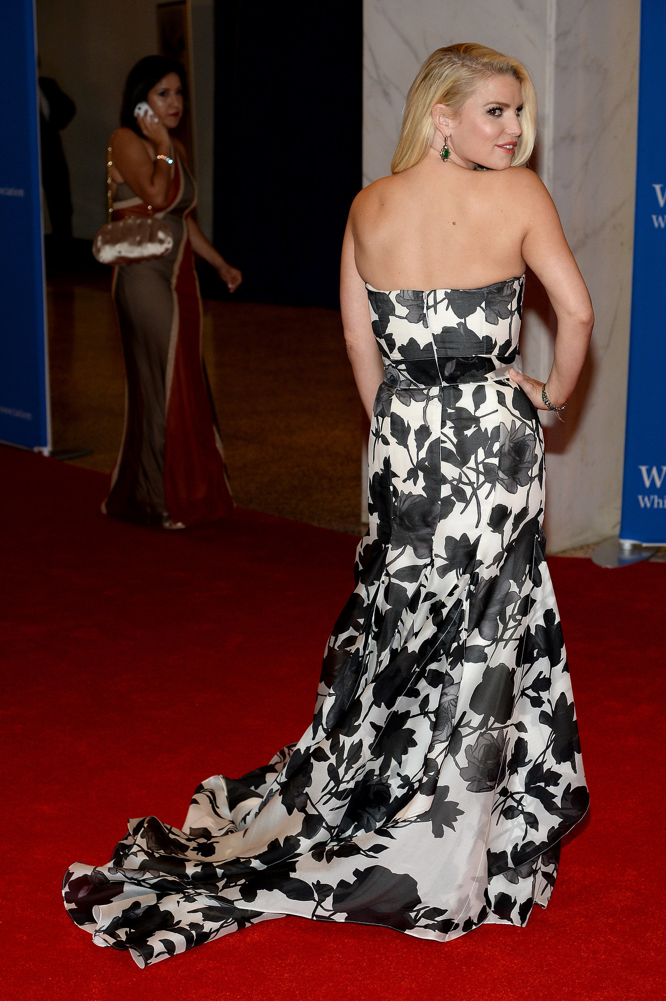 Jessica Simpson's dress featured a flowing train.