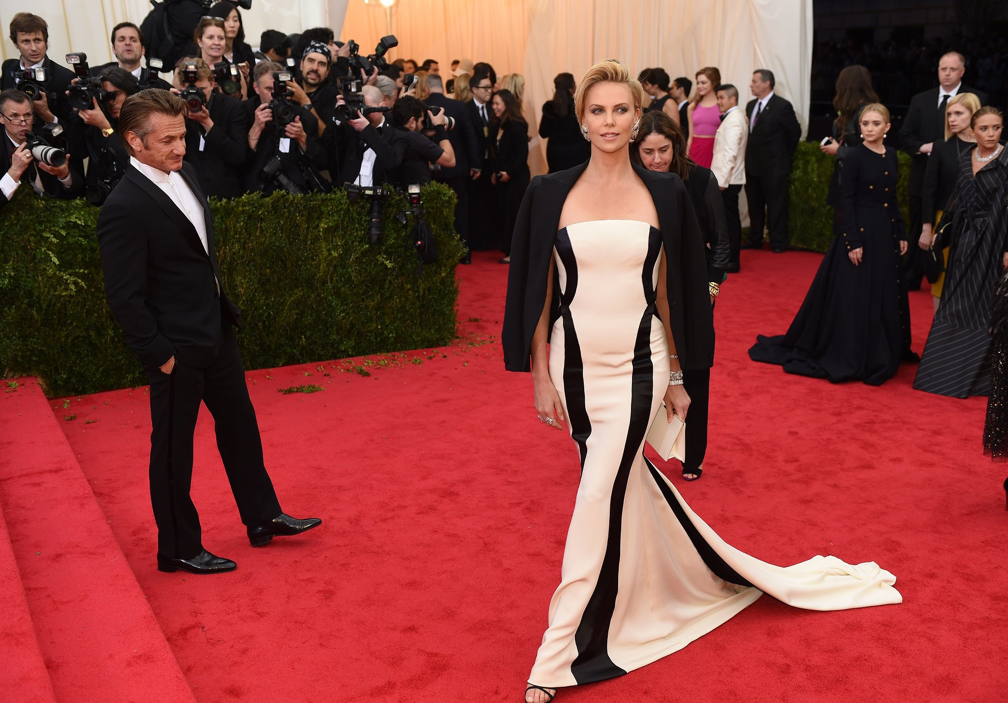 What was Sean Penn looking at as Charlize Theron showed off her dress?