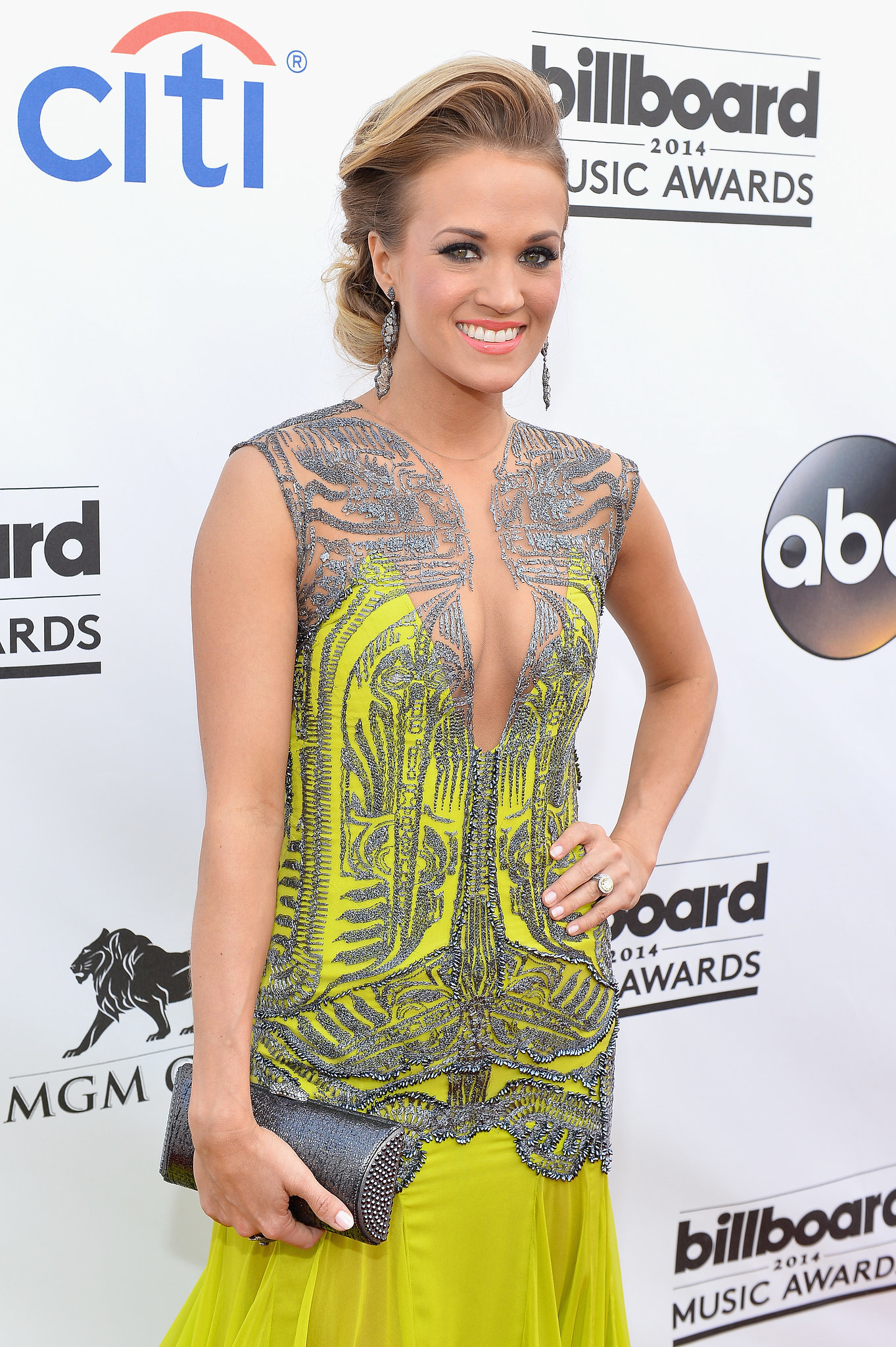 Carrie Underwood Brings a Darker Look to the Billboard Music Awards