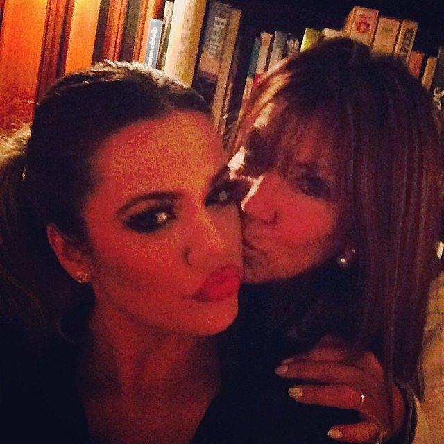 Khloé got a kiss from her Aunt Shelli.  Source: Instagram user khloekardashian