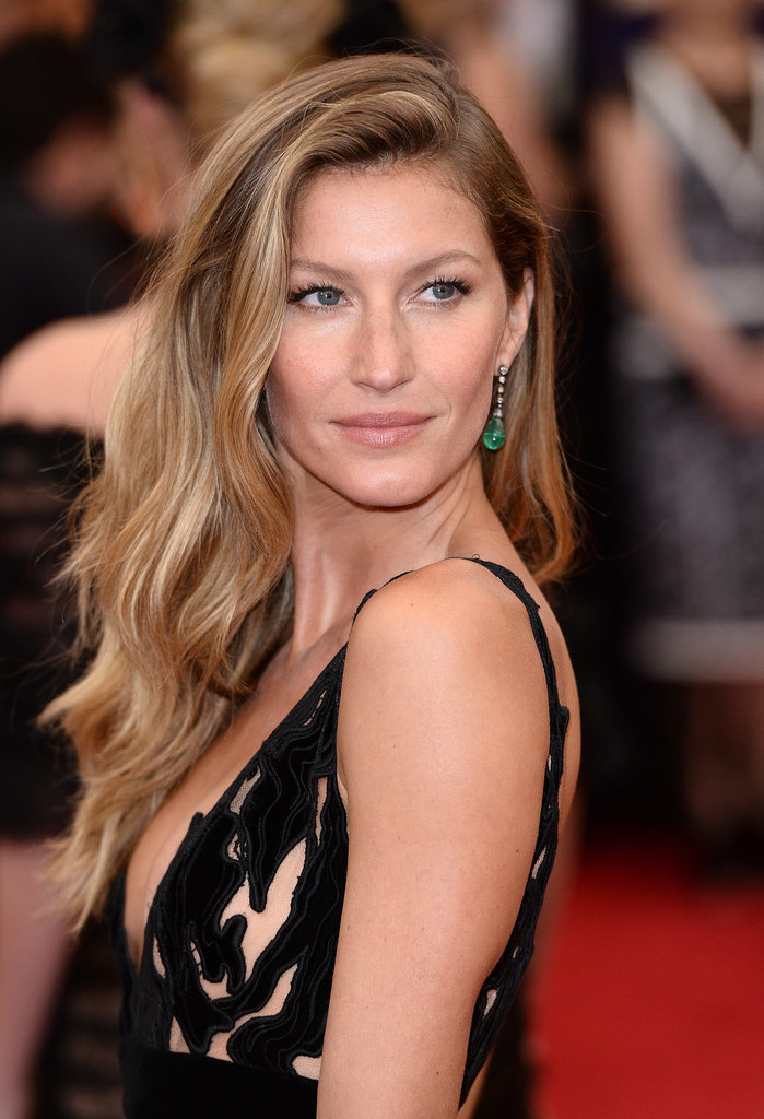 At the 2014 Met Gala, Gisele brought her laid-back beachy beauty look to the red carpet.