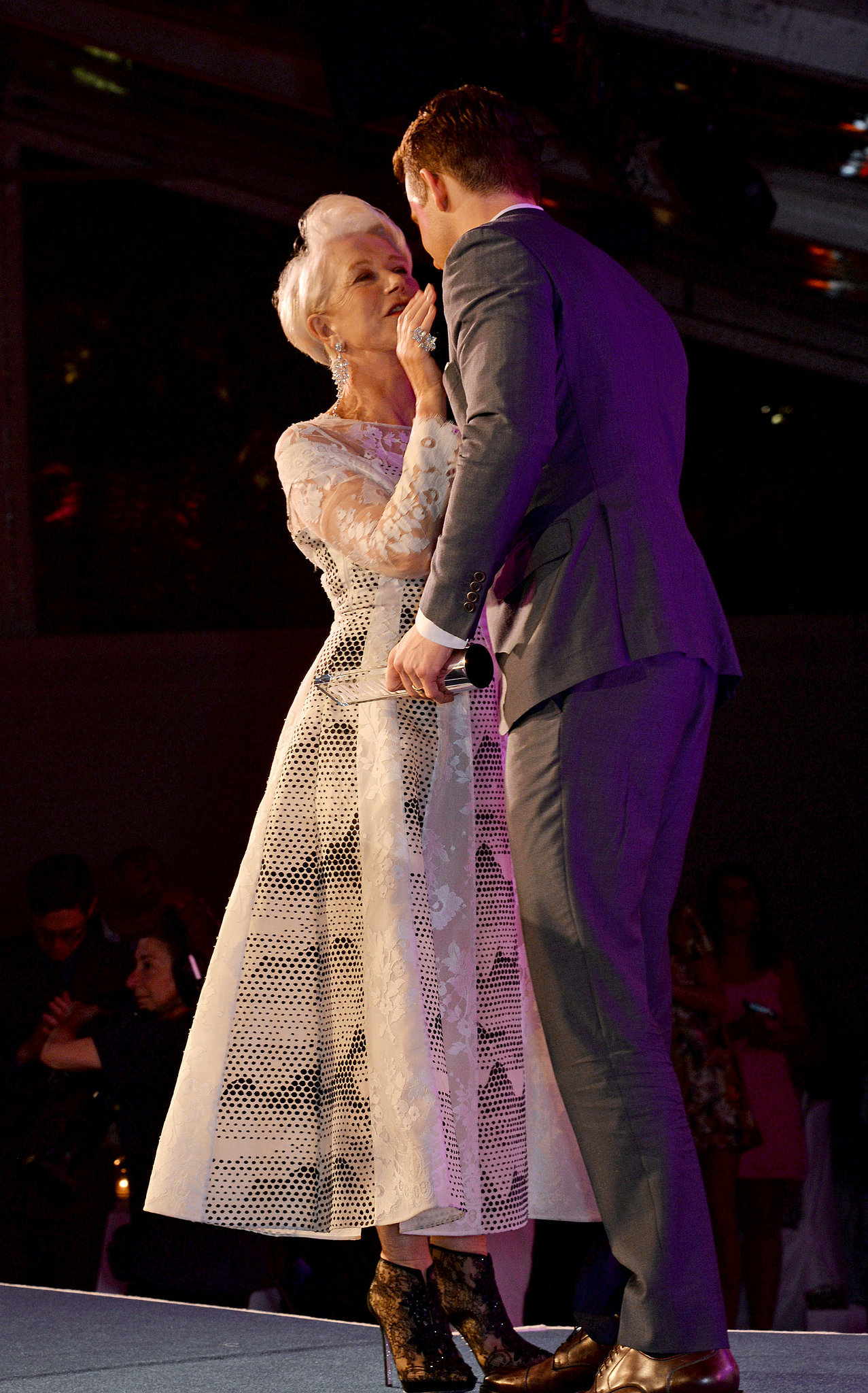 Helen Mirren chatted with Ryan Reynolds while accepting her award.